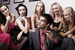 4 kiểu đàn ông tốt với cả thế giới, nhưng lại làm vợ khổ một đời