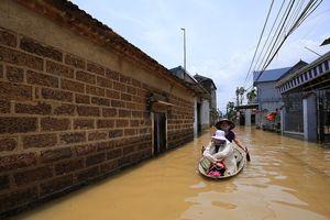 Hàng trăm nhà dân ngoại thành Hà Nội chìm trong 'biển nước'