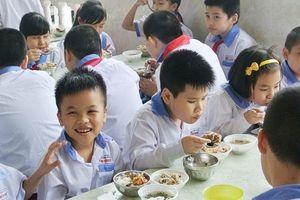 Hà Nội chú trọng kiểm tra vệ sinh thực phẩm tại bếp ăn trường học