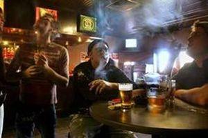 Phạt nặng hành vi hút thuốc nơi công cộng