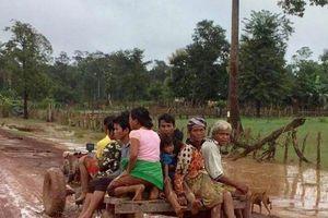 Tan hoang sau vỡ đập ở Lào: Ám ảnh những ánh mắt trẻ thơ trên đường chạy lũ