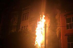 Hà Nội: Quán karaoke 5 tầng bốc hỏa trong đêm