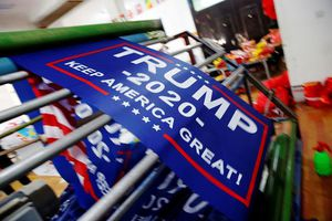 Các lá cờ tranh cử của Tổng thống Trump được may ở Trung Quốc