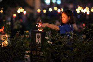 Hàng nghìn bạn trẻ thắp nến tri ân các anh hùng liệt sĩ