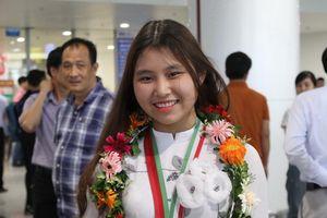 Cô gái mê 'giải phẫu' búp bê đoạt HCV Olympic quốc tế