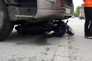 Xe tải chở cát va chạm với xe máy, một phụ nữ tử vong