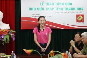 Người đẹp HHVN hát 'Cô gái mở đường' tặng cựu thanh niên xung phong