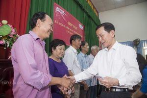 Báo Gia đình Việt Nam cùng Lãnh đạo Cần Thơ tặng 180 phần quà cho gia đình chính sách