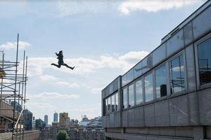 Tom Cruise bị vỡ mắt cá vì tự thực hiện cảnh hành động trong MI6