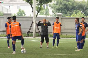 Olympic Việt Nam rèn quân: Thầy Park 'nổi cáu' với các học trò