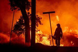 500 căn nhà đã bị thiêu rụi, mùa cháy rừng California chỉ mới bắt đầu