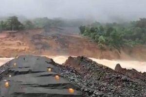 Tiếp cận thân đập thủy điện Xe Pian-Xe Namnoy bị vỡ