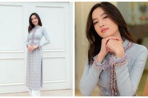 Độc quyền: Lần đầu mặc áo dài Việt Nam Nong Poy rực sáng cả góc phố Sài Gòn vì quá đẹp