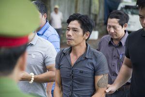Cảnh sát thực nghiệm điều tra hiện trường vụ án giết người ở Huế