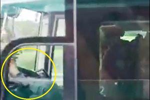 Sa thải tài xế dùng chân lái xe trên cao tốc