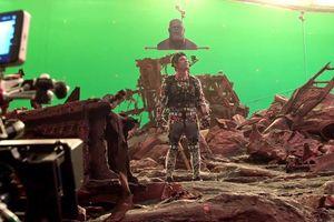 Chết cười với hậu trường 'Avengers: Infinity War' - Đứng trước phông xanh vẫn múa may như đúng rồi, Thanos chỉ có mỗi cái đầu là thật