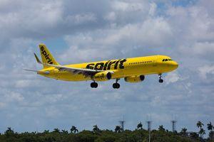 Phát hiện 'khí độc' nghi là mùi hôi chân, máy bay chở 220 hành khách hạ cánh khẩn cấp
