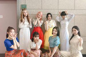 Nhóm nhạc nữ Kpop diện áo dài biểu diễn, thông báo sẽ sang Việt Nam