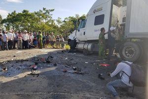 Hình ảnh hiện trường vụ tai nạn xe rước dâu làm 14 người chết, 3 người bị thương
