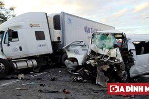 Hé lộ nguyên nhân ban đầu vụ tai nạn thảm khốc giữa xe rước dâu và container