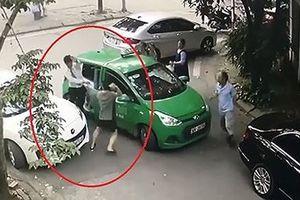 Khởi tố chủ xe Mercedes cầm gạch 'choảng' tài xế taxi Mai Linh
