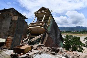 'Chưa đầy 10 phút, 9 căn nhà đã đổ sụp xuống sông Đà'