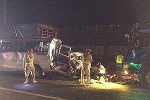 Tai nạn liên hoàn giữa 4 xe ô tô, 12 người thương vong