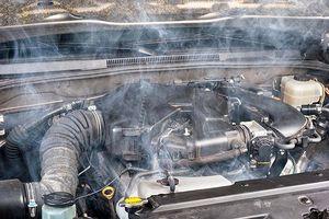 Nguyên nhân khiến động cơ ô tô bị sôi nước, gây nóng quá mức