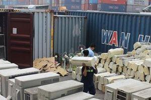 TP.HCM: Lật tẩy thủ đoạn buôn lậu hàng cấm về Việt Nam