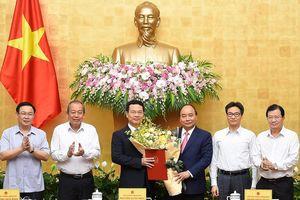 Thủ tướng trao quyết định giao quyền Bộ trưởng Bộ Thông tin và Truyền thông cho ông Nguyễn Mạnh Hùng