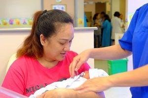 Hạnh phúc bất ngờ với người mẹ 3 lần mất con vì bị hở eo tử cung