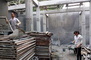 Bê tông hóa đình Lương xá, Ứng Hòa: Đình chỉ vẫn thi công
