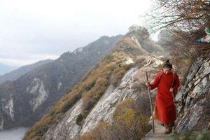 Tránh trốn lao xao, cô gái tuổi 23 Trung Quốc lên núi sống an nhàn