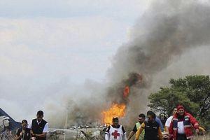 Vụ rơi máy bay chở 101 người ở Mexico: Đau đớn hình ảnh bé gái với đôi chân bốc cháy