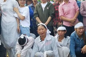 Quảng Trị: Cả làng thắt lòng đưa tiễn các nạn nhân về nơi an nghỉ