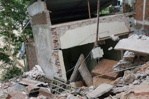 Hé lộ nguyên nhân ban đầu khiến nhiều nhà bị đổ xuống sông Đà