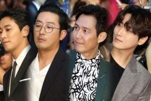 Thảm đỏ 'Thử thách thần chết 2': Chưa kịp rụng tim trước vẻ đẹp của dàn nam chính đã phải 'cạn lời' với thời trang của Joo Ji Hoon