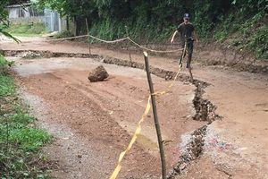 Khẩn cấp: Hòa Bình di dân, cấm đường vì sạt lở đất nghiêm trọng
