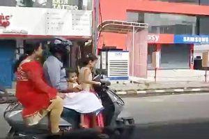 Bé gái 5 tuổi lái xe máy đèo cả nhà lao vun vút trên đường