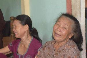 Vụ tai nạn ở Quảng Nam: Mẹ ôm cháu tật nguyền khóc nghẹn gọi con