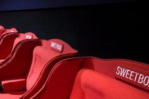 Cặp đôi thân mật quá đà trong rạp CGV: Lỗi tại 'ghế tình nhân' hay ý thức người dùng?