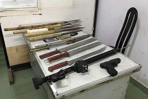 60 đối tượng mang súng, mã tấu và bom xăng 'dàn trận' hỗn chiến