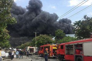 Cháy dữ dội tại KCN Nhị Xuân, huyện Hóc Môn