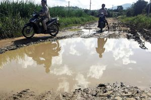 Gia Lai: Nông dân Đak Pơ Pho ước mong về một con đường sạch