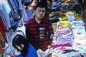 Vờ mua quần áo, đôi nam nữ đâm người bán hàng nhiều nhát