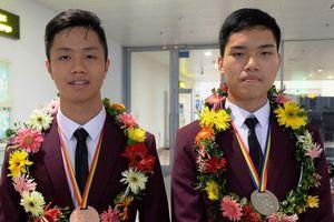 Chuyện về hai chàng trai đất Cảng giành huy chương Olympic Toán quốc tế
