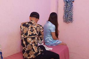 TPHCM: Bắt quả tang nữ tiếp viên cơ sở massage 'tắm tiên' cùng khách