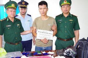 Bắt đối tượng vận chuyển khoảng 3.000 viên ma túy tổng hợp từ Lào về Việt Nam