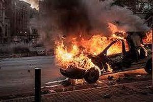 Khởi tố nhóm người đốt ô tô của doanh nghiệp