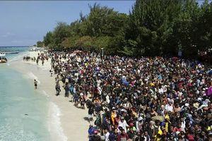 Hàng nghìn người chầu chực rời đảo du lịch Indonesia sau động đất